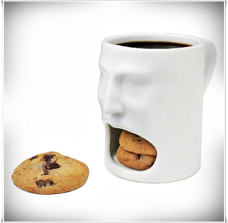 bisküvi alanlı fincan