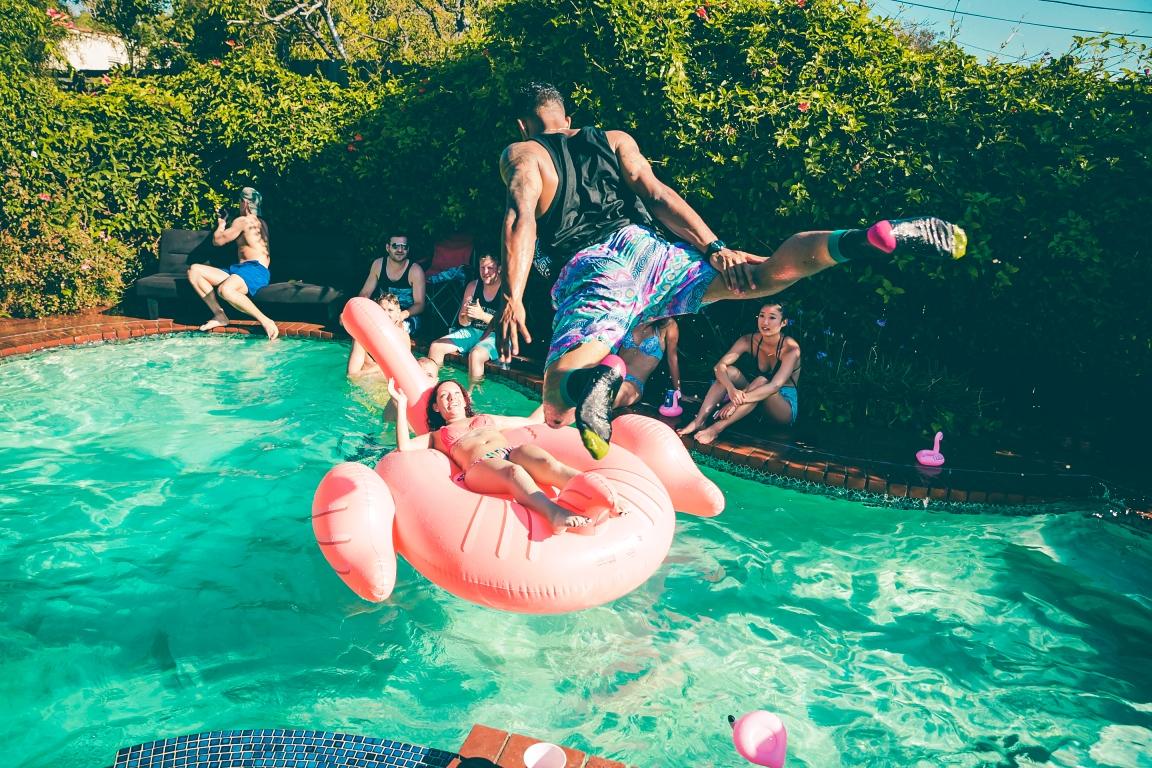 Havuza zıplamak